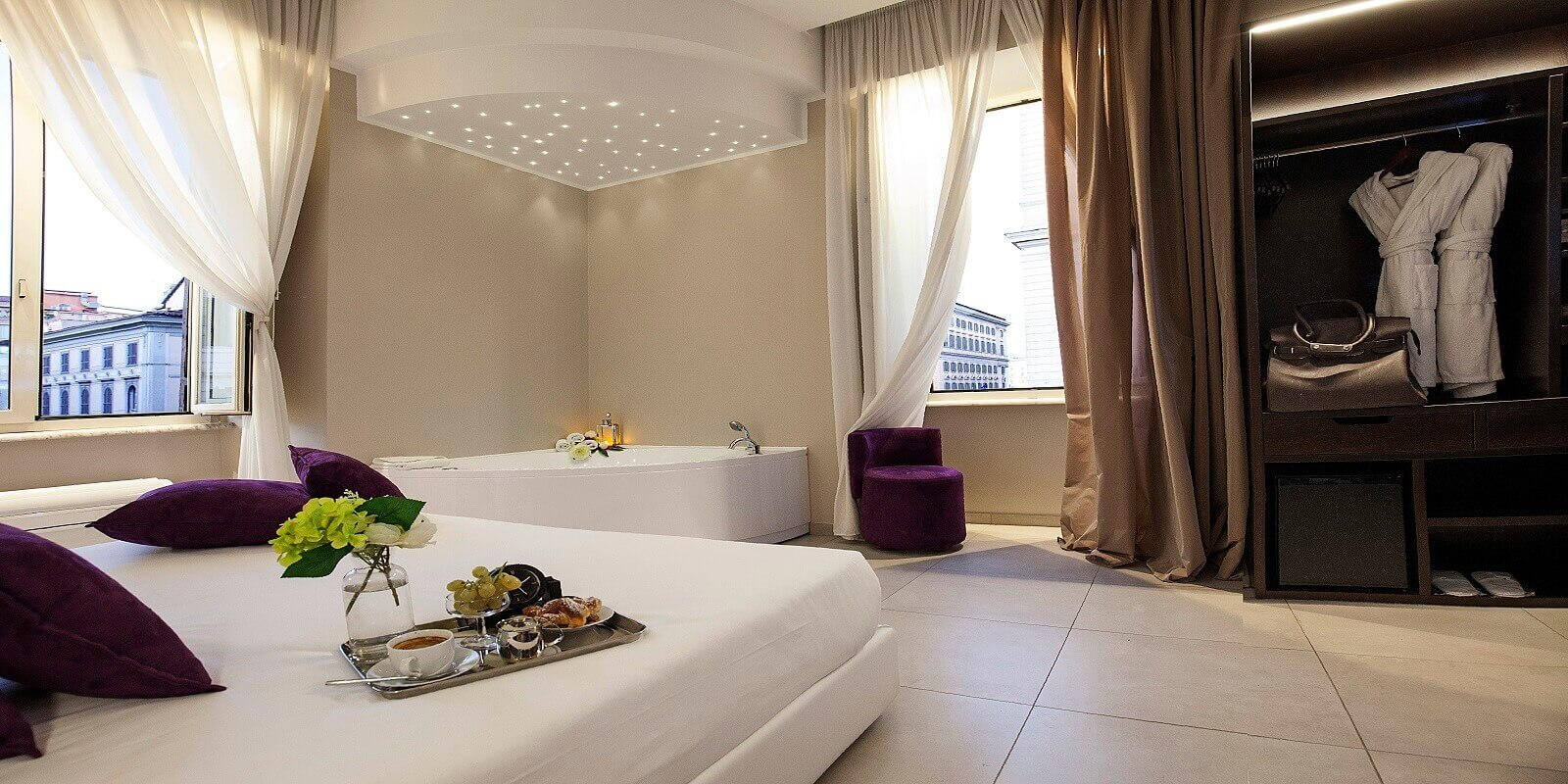 jacuzzi-room-roman-holidays-boutique-hotel